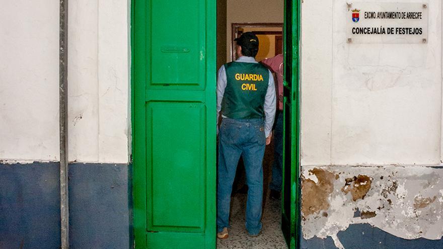 Registro de la Guardia Civil llevado a cabo en el Ayuntamiento de Arrecife por el caso Unión. (Fotografía: Jazz Sandoval).