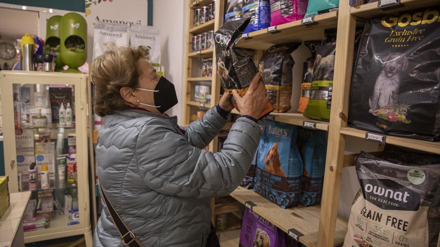 Los españoles, los que más compran en tienda física