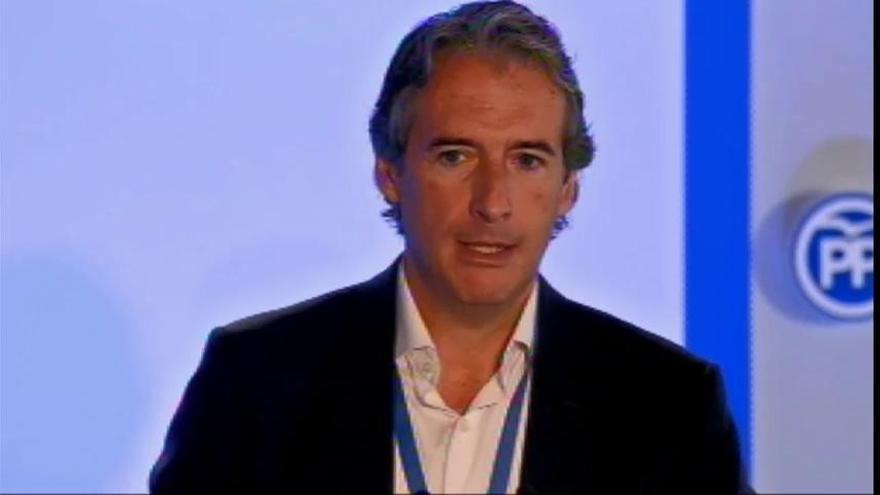 """Fomento asegura que Canarias tiene una """"elevada conectividad"""" aérea por el descuento del 75% en vuelos de residentes"""