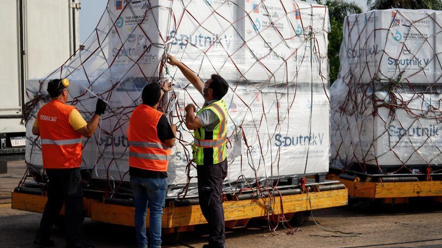 Paraguay recibe 308.000 dosis de la Sputnik V con el esperado componente 2