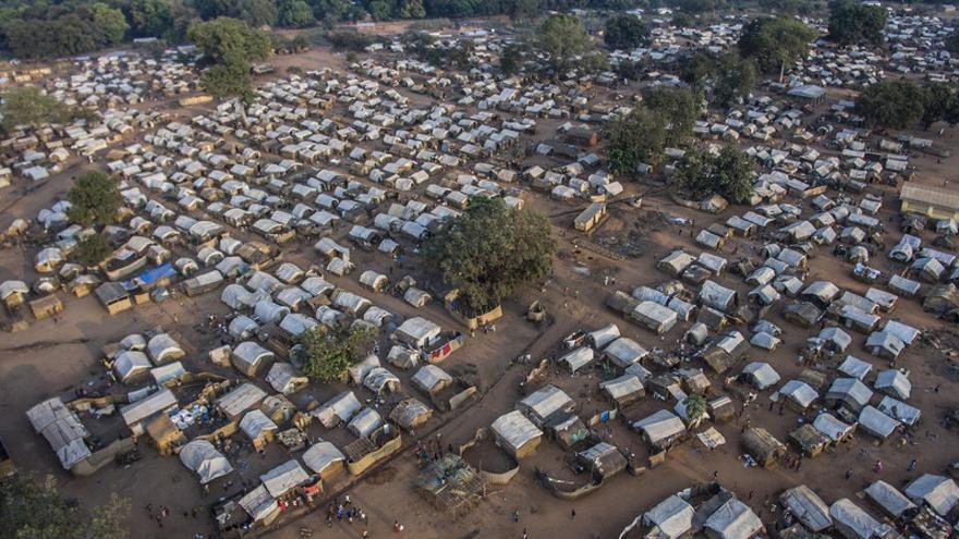 El campo de desplazados de Batangafo es el segundo más grande de RCA. El campo se encuentra a 1 kilometro de la ciudad de Batangafo, ubicada en el noroeste de República Centroafricana, donde unas 24 mil personas, en su mayoría cristianos, han buscado refugio huyendo de los enfrentamientos armados entre milicias ex Seleka, Peuls y Anti Balaka.