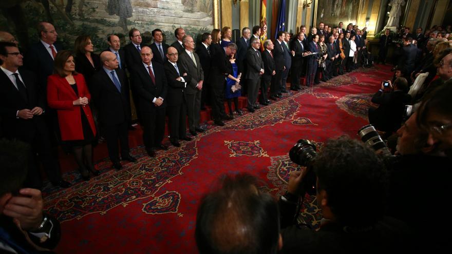 La ministra de Empleo, Fátima Báñez, la segunda por la izquierda, entre los ministros Soria y Wert, en la celebración de la Constitución, el 6 de diciembre en el Senado. / Europa Press