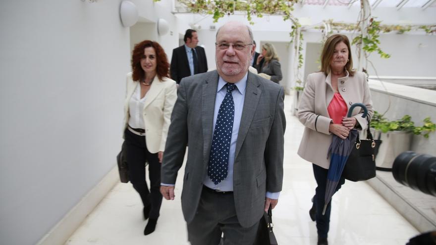 """El Gobierno regional dice que el endeudamiento de Cantabria es """"muy elevedo"""" pero no """"descontrolado"""""""