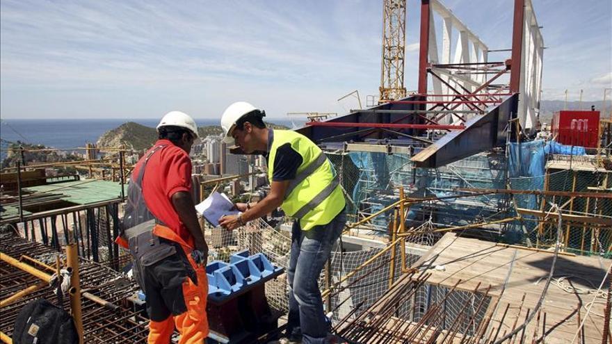 El coste laboral por trabajador baja el 0,3 en el segundo trimestre