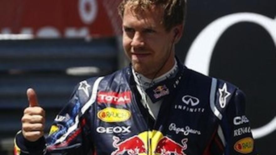 Vettel se muestra feliz tras obtener la 'pole'. (Europa Press)