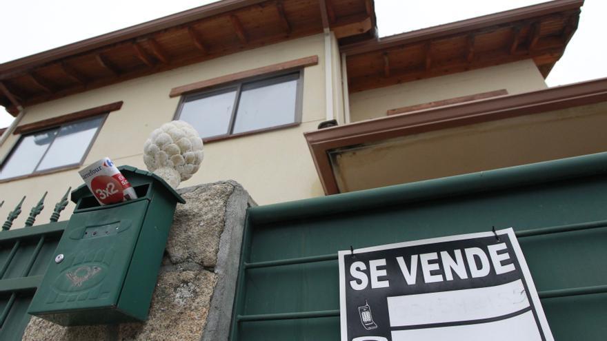 El precio de las hipotecas cae a mínimos en España pero se mantiene un 25% por encima de la media europea