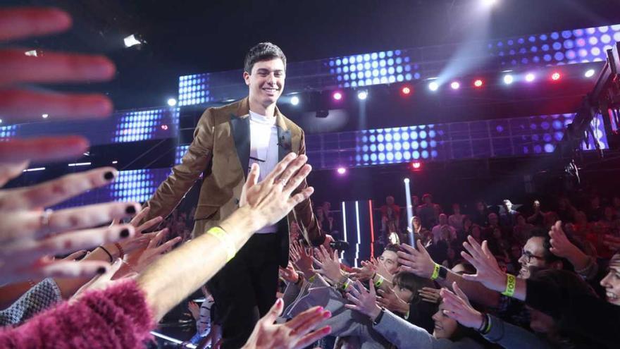 Fans de Operación Triunfo al paso del concursante Alfred (RTVE)