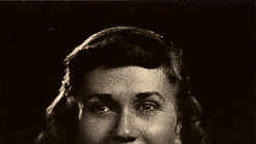 María B. Rementeria se graduó en educación en enfermería en la Universidad para Mujeres de San Francisco. Al final de su carrera en el Servicio de Salud Pública llegaría a ostentar el grado de coronel del Ejército (Anuario de 1950).