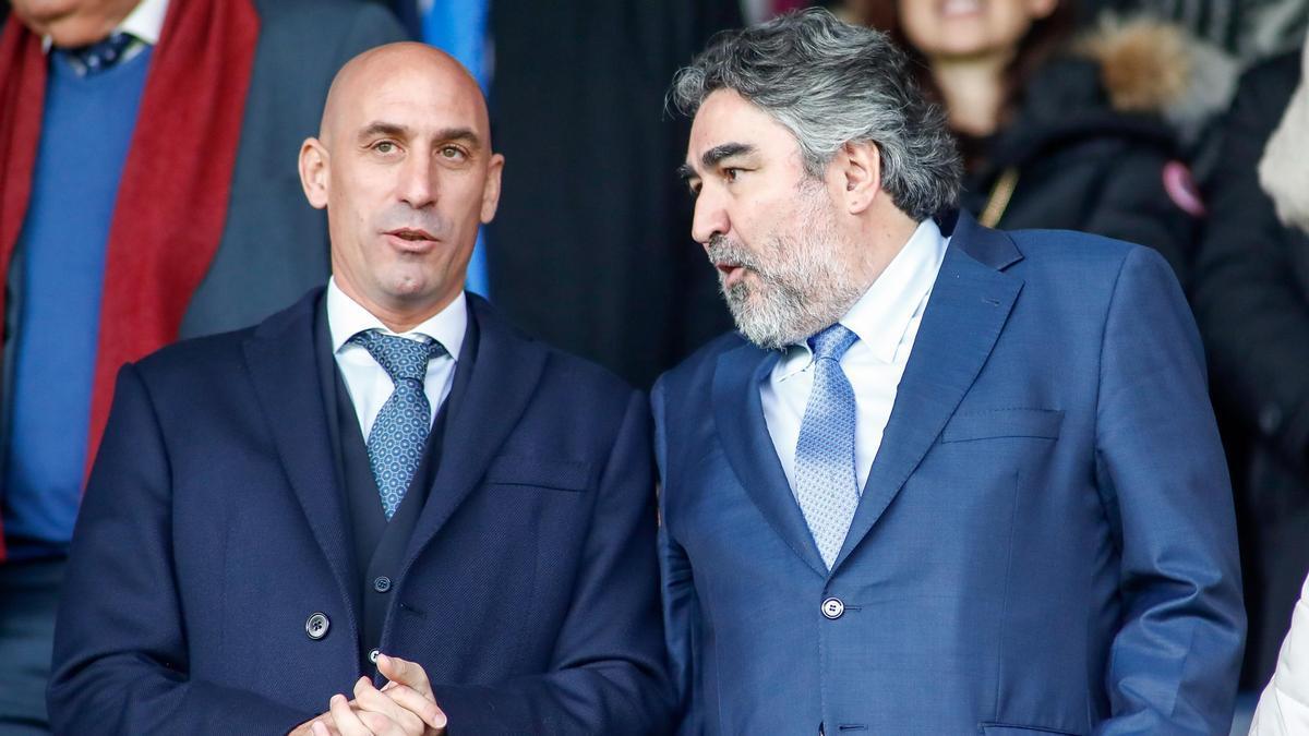 El presidente de la Federación Española de Fútbol, Luis Rubiales, y el exministro de Deportes, Jose Manuel Rodriguez Uribes, en una imagen de archivo.