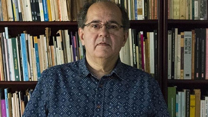 Antonio López Ortega, uno de los artífices de la antología poética que se da a conocer en Cajasiete