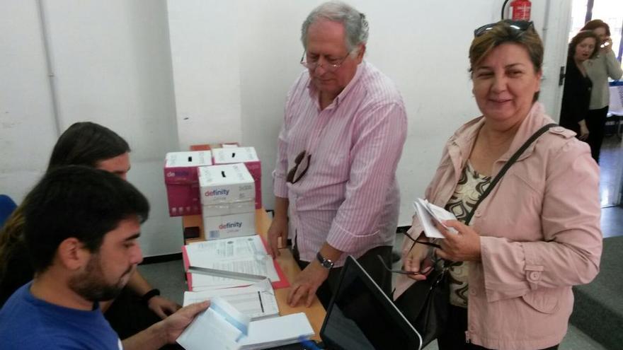 Felipe Alcaraz  votando este domingo / Foto: Ahora en Común Sevilla