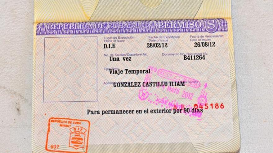 Miles de viajes y nuevas dificultades en un año de reforma migratoria en Cuba