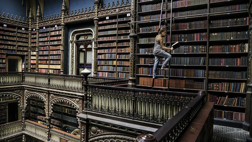 Real Gabinete Português de Leitura, Rio de Janeiro, Brazil. © Steve McCurry  (page 7)