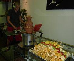 DJ's y degustación de pinchos de fruta y chocolate en Chocolat