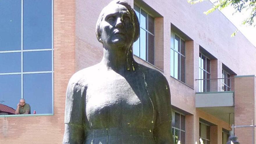 La estatua de Dolores Ibárruri en Leganés. / Wikipedia