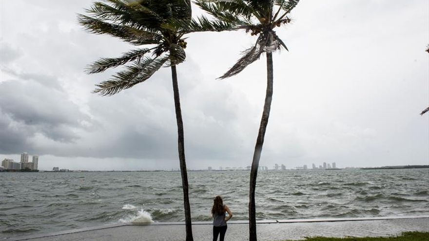 El Gobernador sobrevolará los Cayos de la Florida para evaluar el daño de Irma