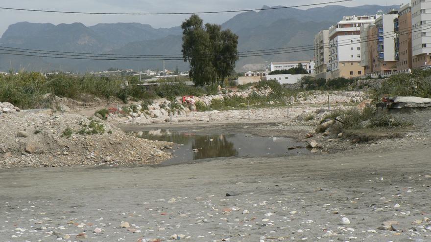 Residuos en el río Chíllar, Nerja