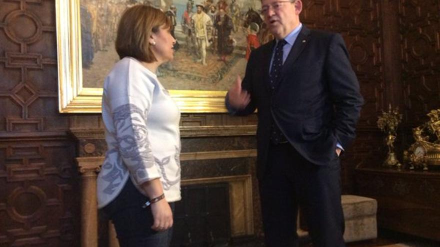 La presidente del PP valenciano, Isabel Bonig, y el presidente de la Generalitat, Ximo Puig, en el Palau de la Generalitat.