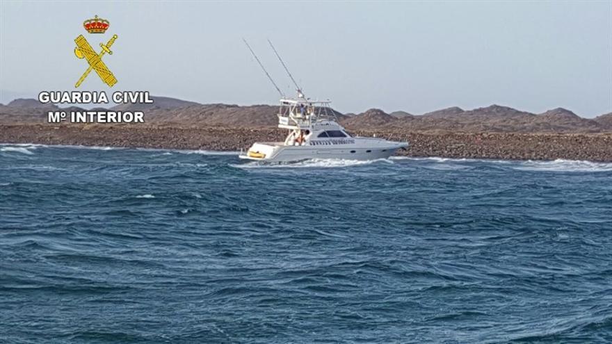 Rescatados 10 tripulantes de una embarcación varada en la isla de Lobos.