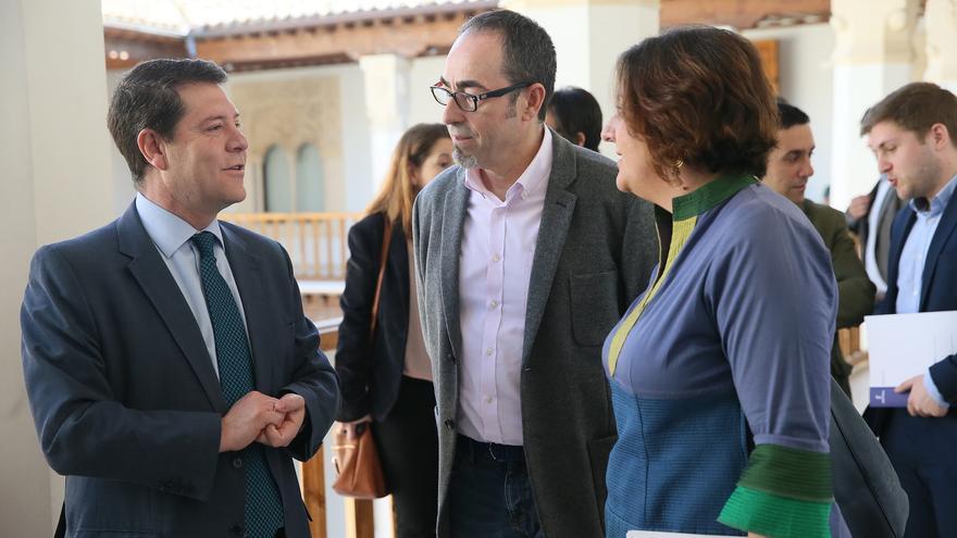 El presidente de Castilla-La Mancha junto a Francisco de la Rosa y la consejera de Economía, Patricia Franco