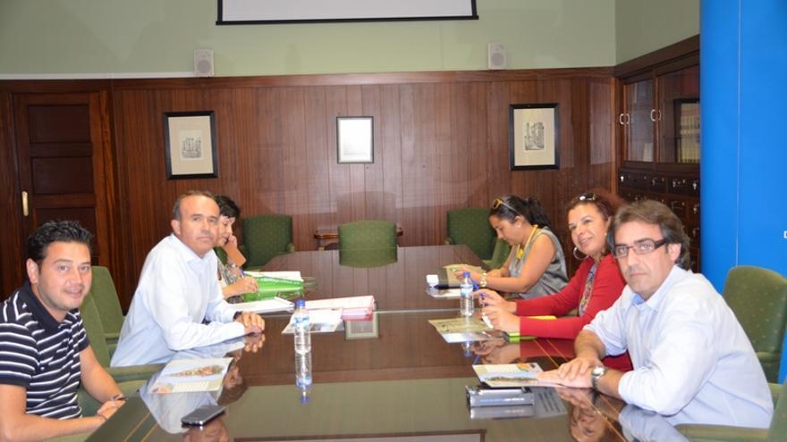 En la imagen, reunión celebrada en el Cabildo para crear Red Insular de Despegues y Aterrizajes de Parapente de La Palma.
