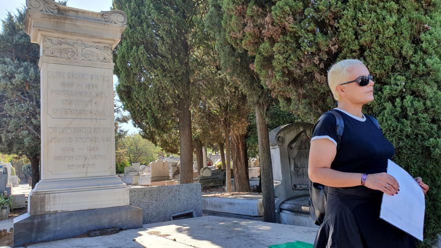 Paloma Contreras en el Cementerio Civil.