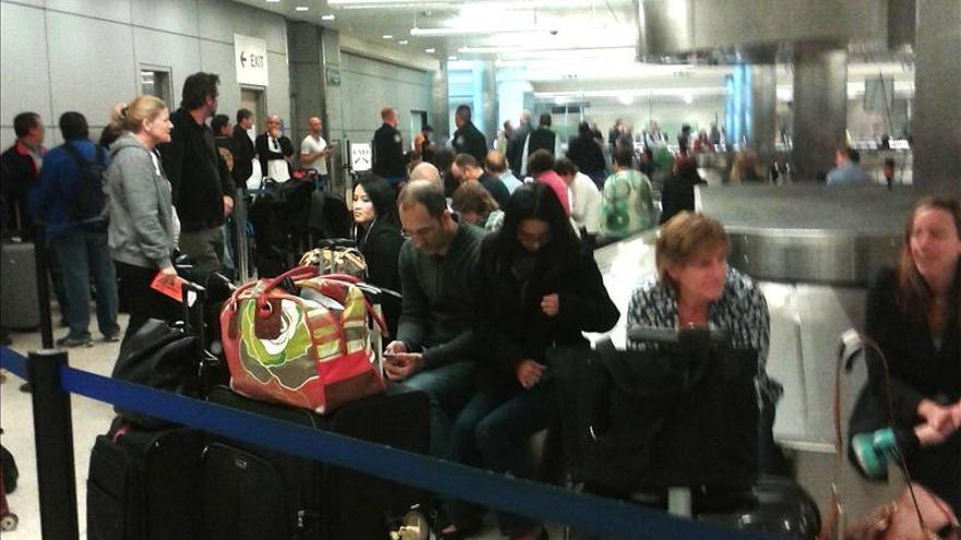 El aeropuerto de Los Ángeles empieza a recobrar la normalidad tras el tiroteo