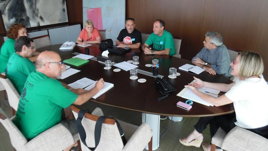 Imagen de la reunión de la consellera con representantes de la PAH