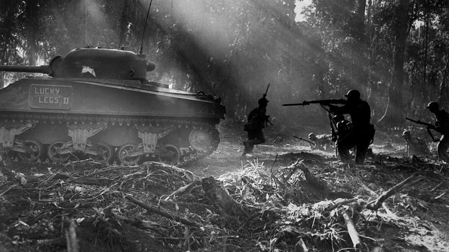 Soldados estadounidenses durante la campaña de Bougainville en la Segunda Guerra Mundial contra las fuerzas japonesas.