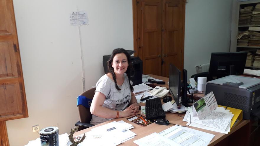 Irene Vicente, en el Ayuntamiento de Valdesotos (Guadalajara)