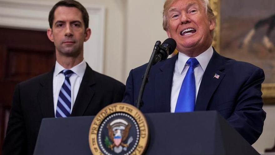 Trump promueve un plan para recortar a la mitad la inmigración legal a EE.UU.