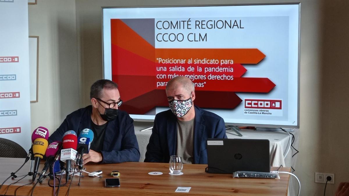El secretario general de CCOO, Unai Sordo, y el secretario regional del sindicato, Paco de la Rosa