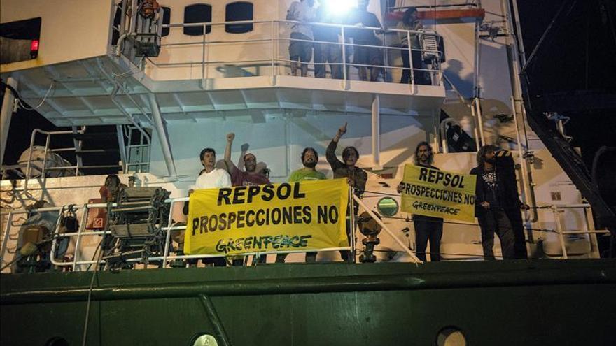 Greenpeace denuncia por la vía penal a la Armada por el incidente de Canarias