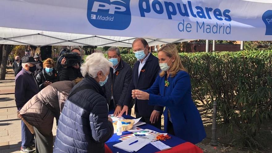 Recogida de firmas del PP de Madrid contra la 'Ley Celaá'