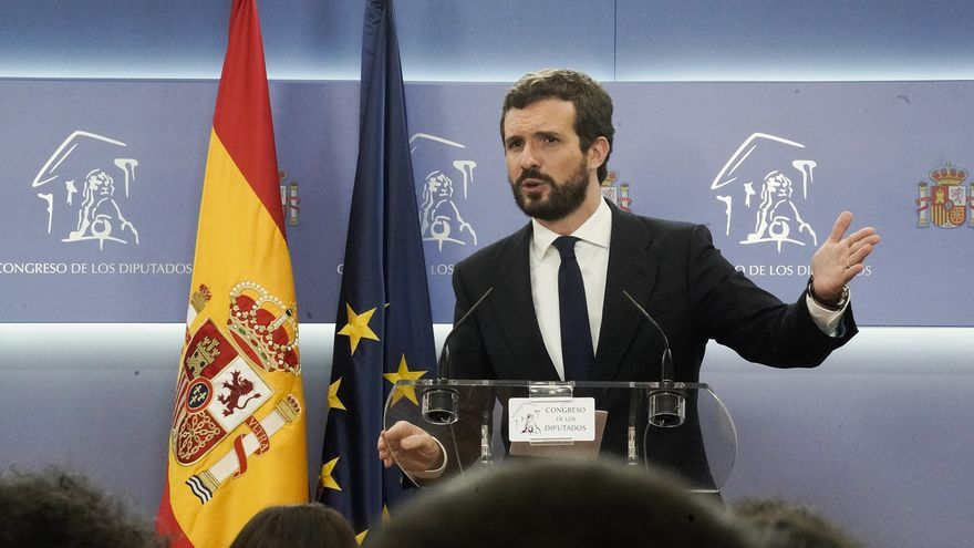 Pablo Casado, este lunes, durante la rueda de prensa que ofreció tras reunirse con Pedro Sánchez en el Congreso.