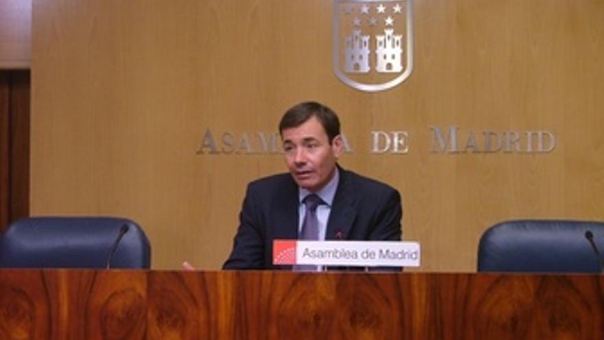 Tomás Gómez Durante La Rueda De Prensa De La Junta De Portavoces