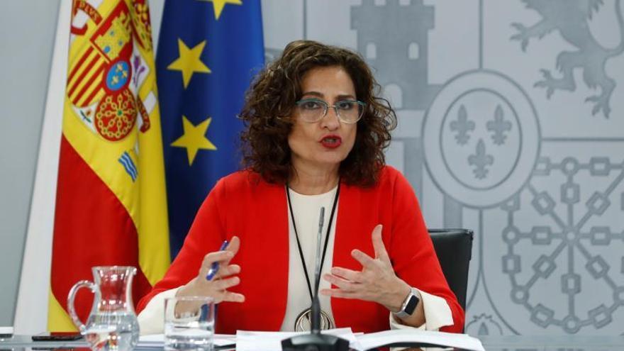 La portavoz del Gobierno, María Jesús Montero, durante la rueda de prensa posterior a la reunión del Consejo de Ministros celebrada este martes en el complejo de La Moncloa.