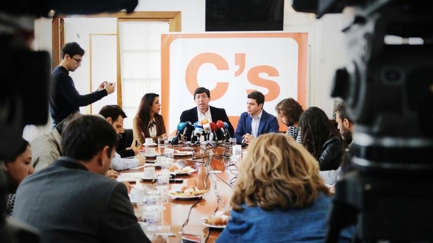 """Cs no descarta gobernar con PP andaluz en 2019 pero dice a Moreno que """"el diálogo debe empezar ya"""""""