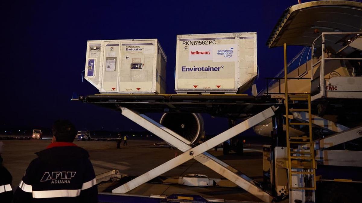 La llegada de un nuevo vuelo de Aerolíneas Argentinas desde China con 768.000 dosis de Sinopharm