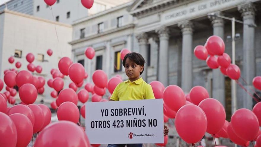 Save the Children lanza 423 globos por los niños ahogados en el Mediterráneo