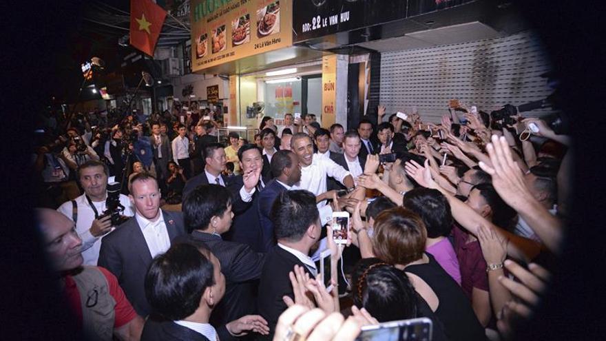 Obama prosigue con su agenda política durante segundo día de visita a Vietnam