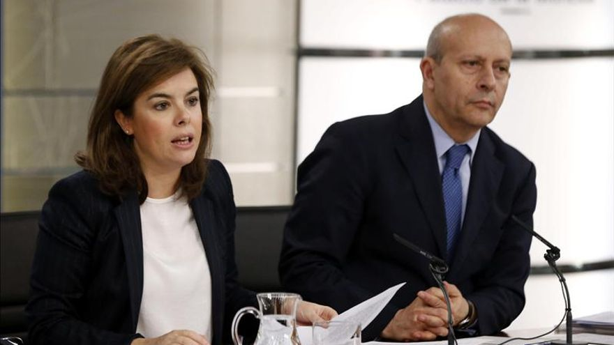 La vicepresidenta del Gobierno, Soraya Sáenz de Santamaría, y el ministro de Cultura, José Ignacio Wert | EFE