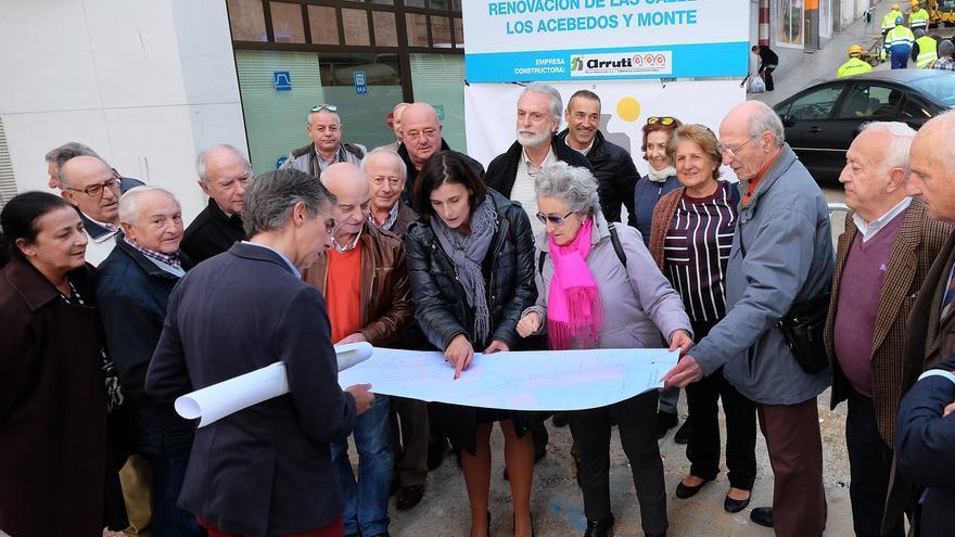 Inicio de las obras de renovación urbana de Los Acebedos y Monte.   MANUEL ÁLVAREZ