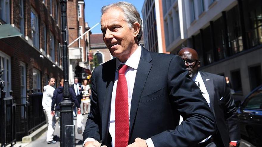 """Blair cree que la UE debe hacer una oferta del """"brexit"""" para terminar la parálisis"""
