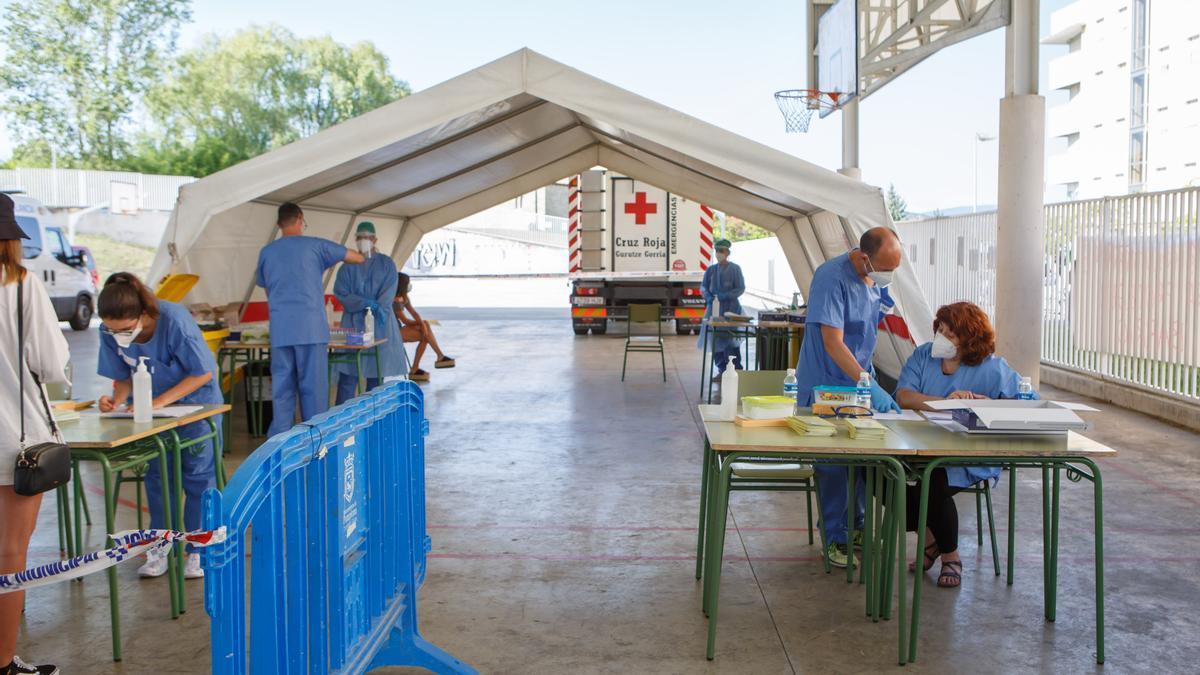 Cruz Roja y DYA realizaron más de 1.000 pruebas PCR a los jóvenes del barrio pamplonés de  Mendillorri en el mes de julio