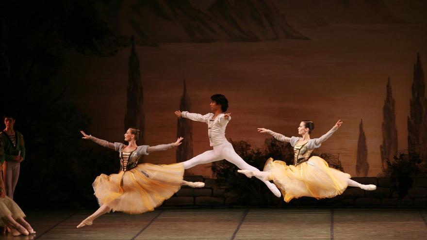 El Ballet Nacional Ruso representa 'El lago de los Cisnes' en el Palacio Euskalduna de Bilbao
