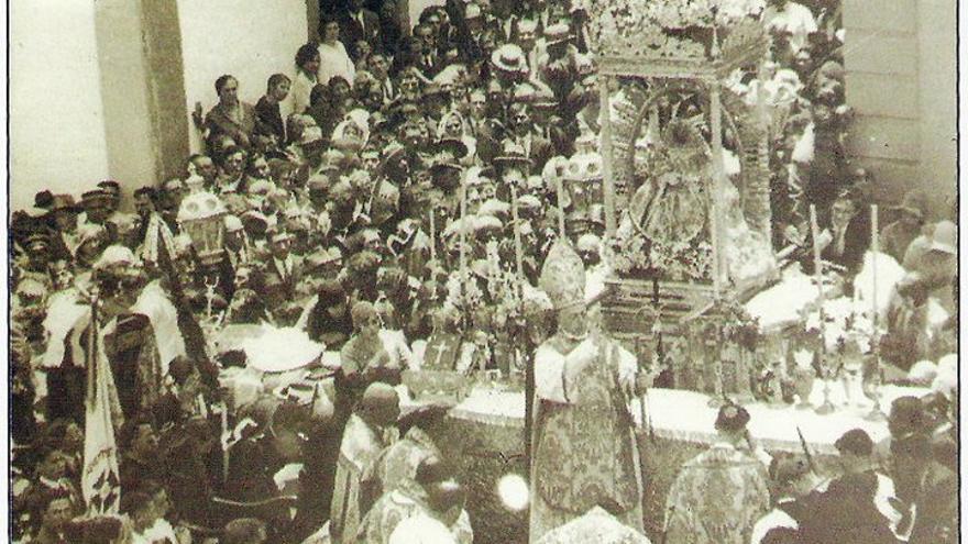 Actos de la ordenación canónica en 1930.