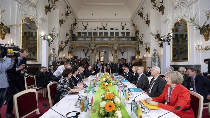 Los ministros de Interior del G6 abordan con la CE las cuotas de refugiados
