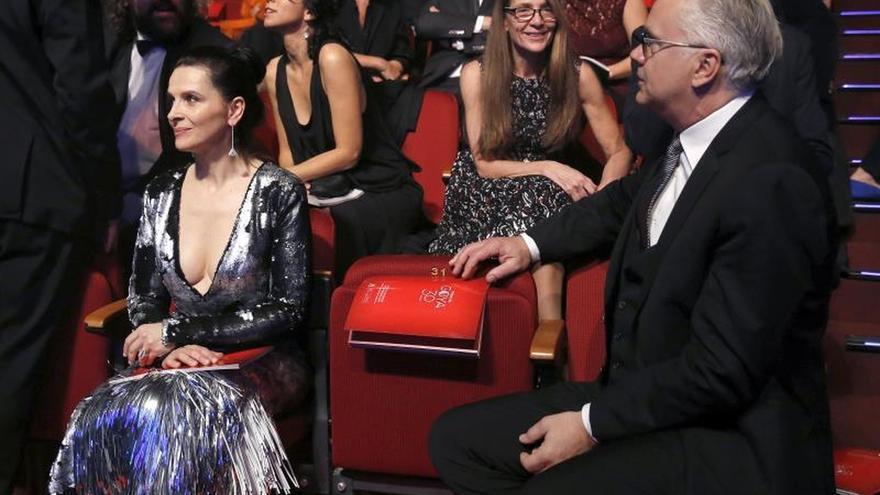 Juliette Binoche y Tim Robbins, glamur internacional en la alfombra roja