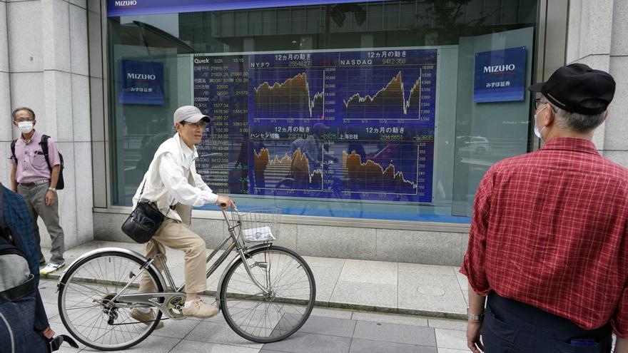 La Bolsa de Tokio cede un 0,76 % tras un nuevo récord de contagios en la capital
